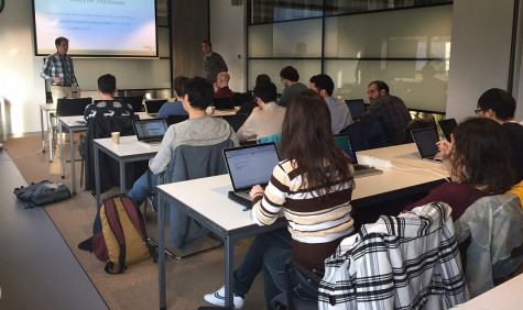 Workshop in klassamenstelling: docent en leerlingen met laptops